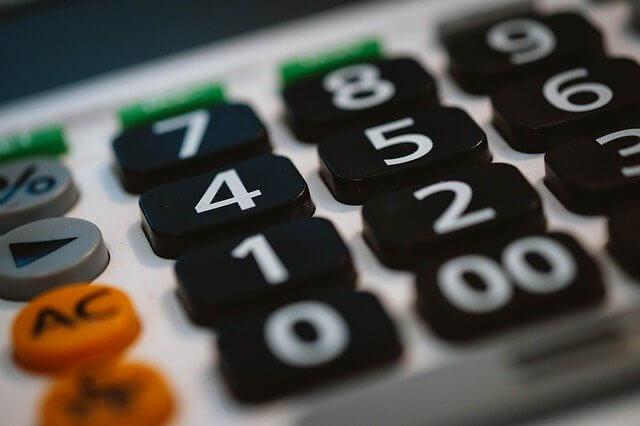Как взыскивается задолженность по оплате ЖКХ в 2021 году