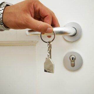 Как переоформить квартиру на другого собственника