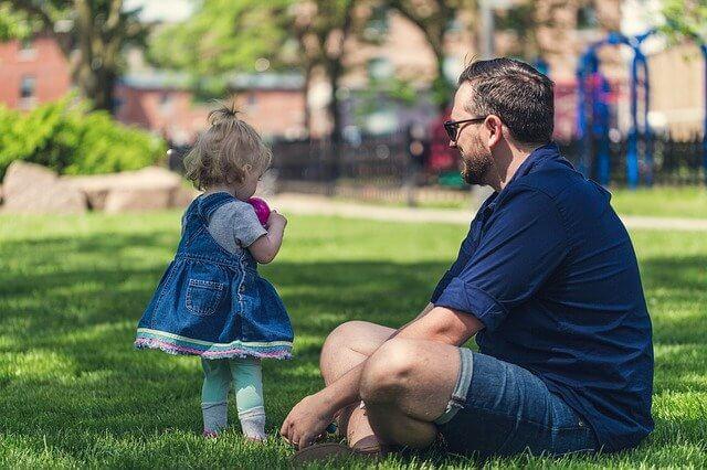 может ли отец при разводе забрать одного из детей